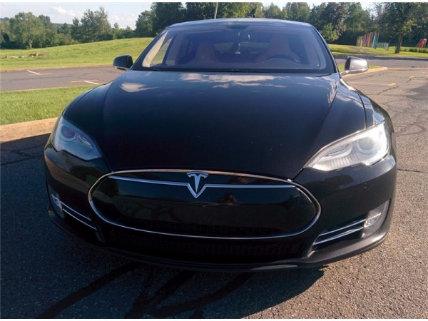 voiture lectrique occasion tesla model s 85 kwh magnifique tesla model s occasion p85. Black Bedroom Furniture Sets. Home Design Ideas