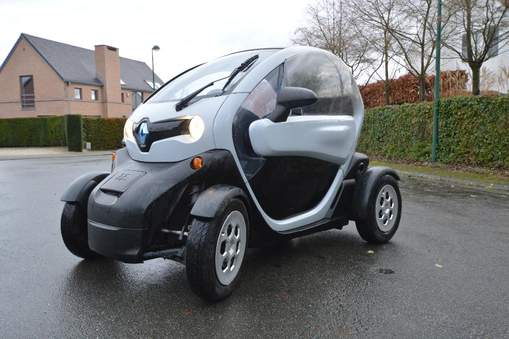 voiture lectrique occasion renault twizy 6 1 kwh renault twizy 80 8 kw 11 ch. Black Bedroom Furniture Sets. Home Design Ideas